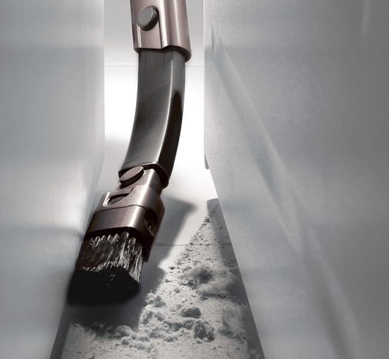cleaning-with-crevice-tool
