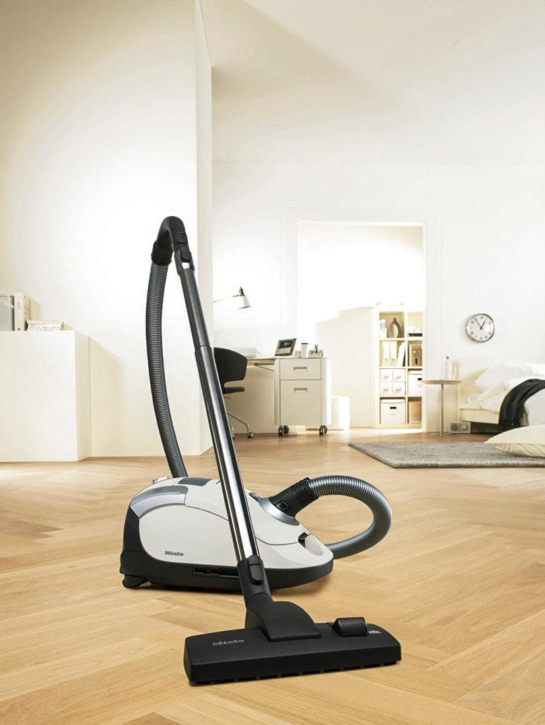 Miele-Compact-C1-Pure-Suction-Canister-Cleaner