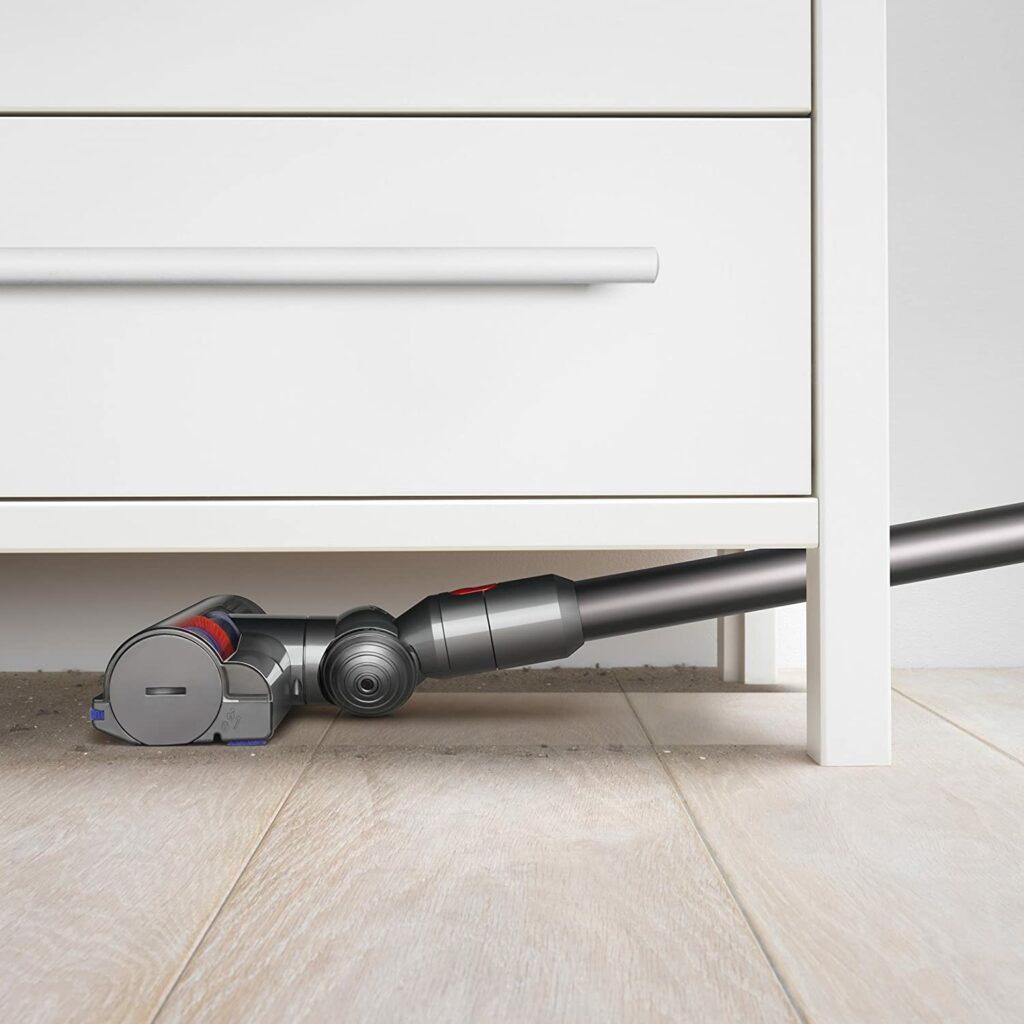 dyson-v7-animal-vacuum-cleaner-can-reach-hard-to-get-areas